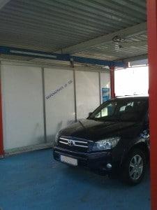 Überdachter Parkplatz