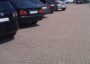 parkplatz gepflastert